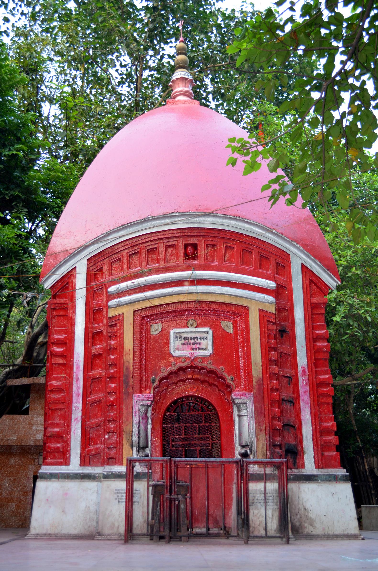 Bamakhepa Samadhi in Tarapith Mahasmashana
