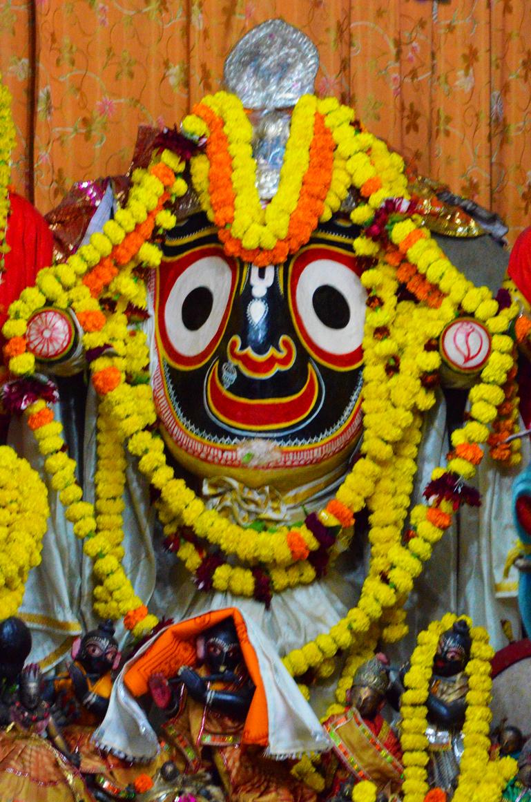 http://www.kalibhakti.com/wp-content/uploads/2012/10/Kalighat-Jagganath.jpg